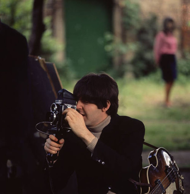 yesterday today colorful behind the scenes photos of the beatles during the making of. Black Bedroom Furniture Sets. Home Design Ideas