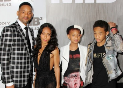 Foto de Jada Pinkett Smith posando junto a su familia