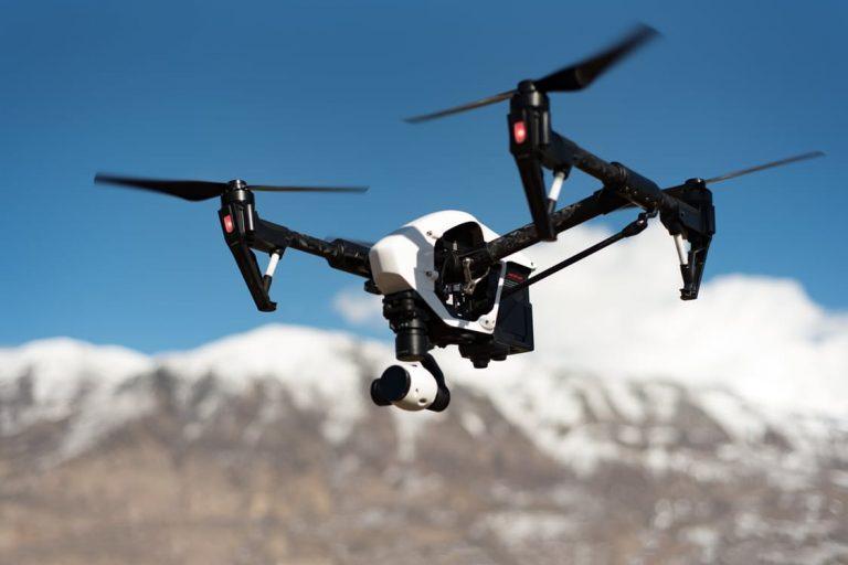 """A utilização de """"DRONES"""" e """"VANTS"""" como suporte à estudos geográficos"""