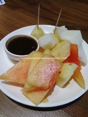Mencicipi Kuliner Khas Manado di Istana Koki : Tinutuan dan Tahu Manado