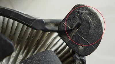 memutar pengunci mengikuti arah panah, makan pengunci akan terbuka dan jika memutar dengan arah sebaliknya maka pengunci akan terkunci.