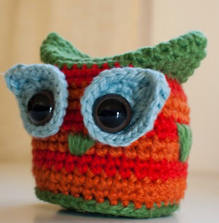http://fulloffluff.com/wordpress/2011/03/16/free-pattern-mr-hoo/