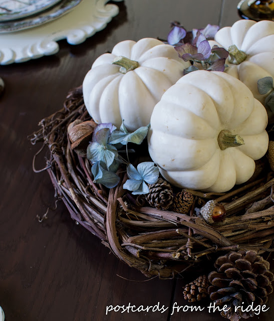 Simple Thanksgiving Centerpiece using natural items.