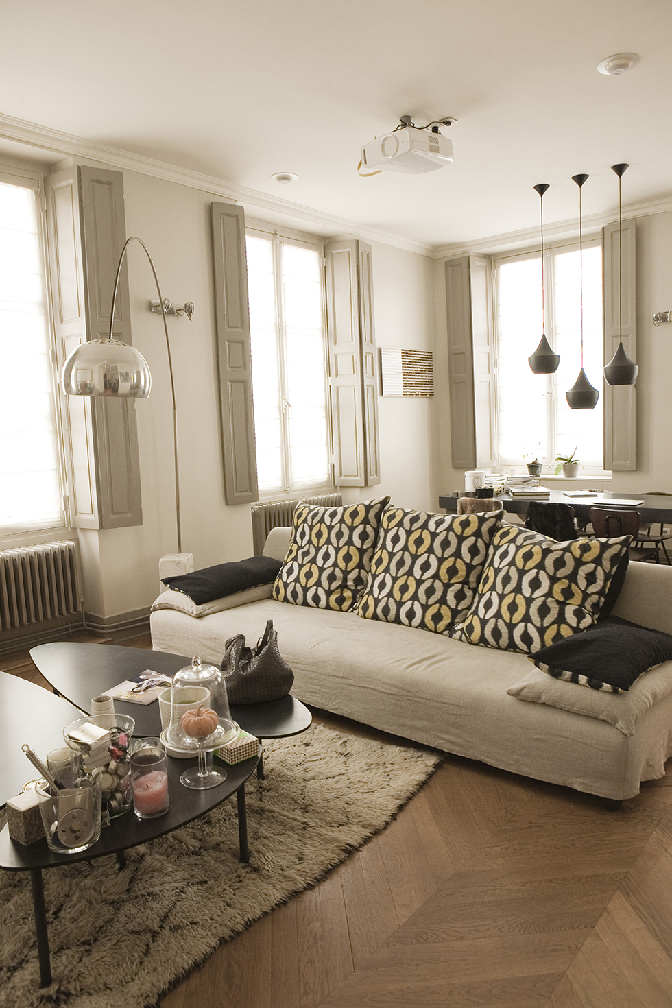 the socialite family en casa con la familia etxekodeco. Black Bedroom Furniture Sets. Home Design Ideas