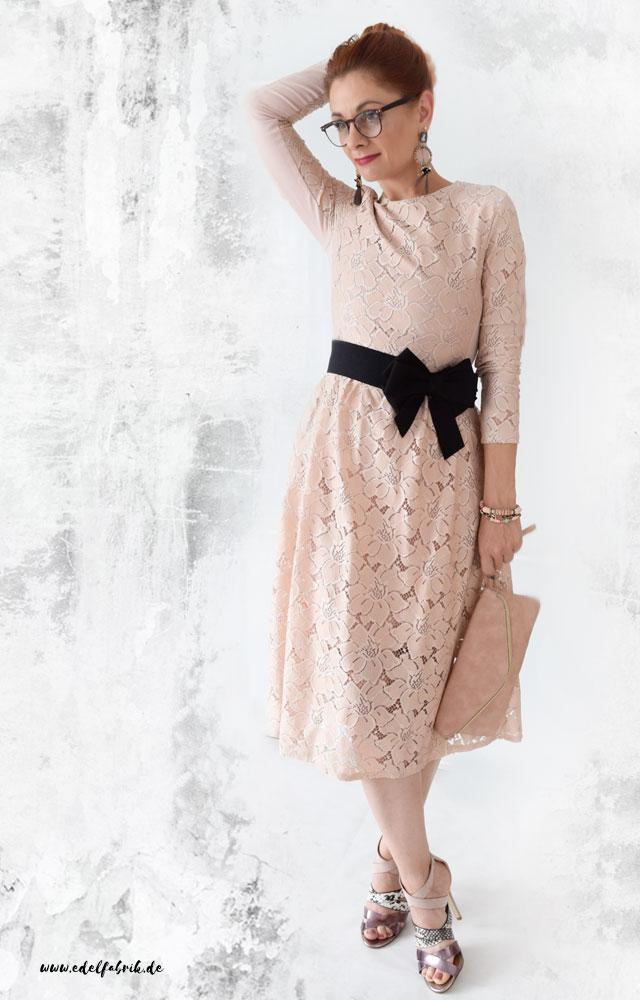 die edelfabrik, look, kleid aus rosa spitze
