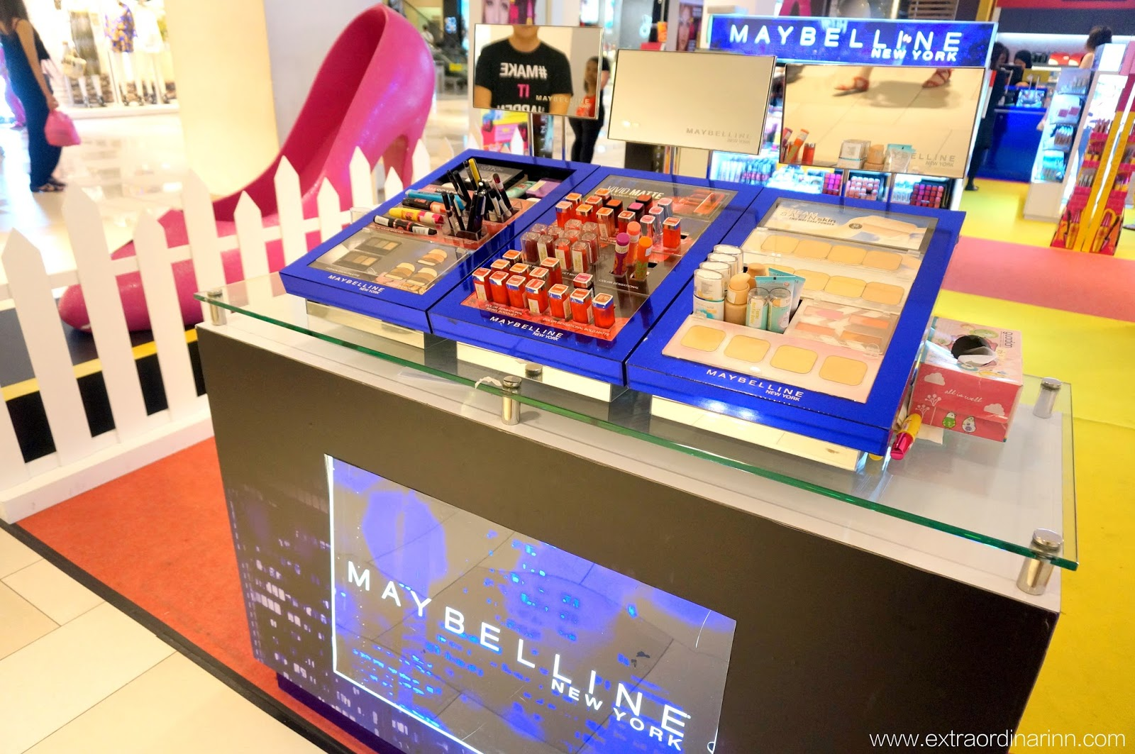 283e05ac5aa Before stepping into the event space, you'll be able to try out Maybelline's  latest products at this sampling counter and find the products you love  before ...