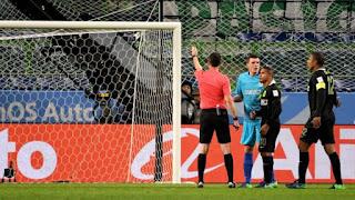 arbitros-futbol-toma-decision