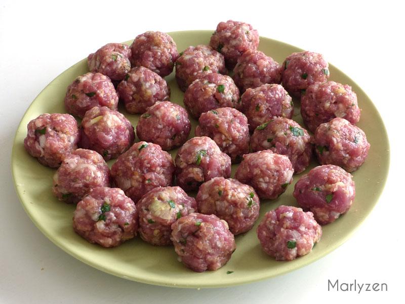 Façonnez les boulettes de viande.
