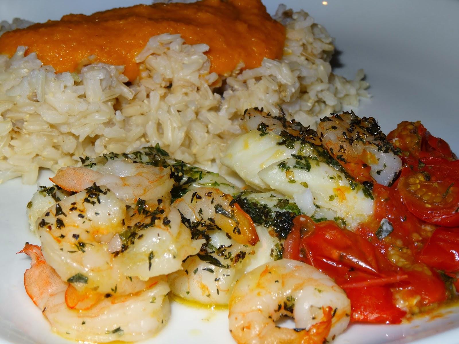 Verden ifølge Krog: Opskrift: Torsk og rejer i tomatfad, med ris og karrysovs