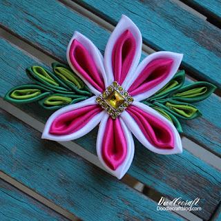 http://www.doodlecraftblog.com/2016/07/kanzashi-flower-bow.html