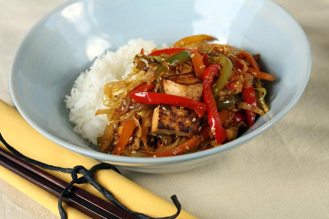 Tofu sa povrćem i pirinčem