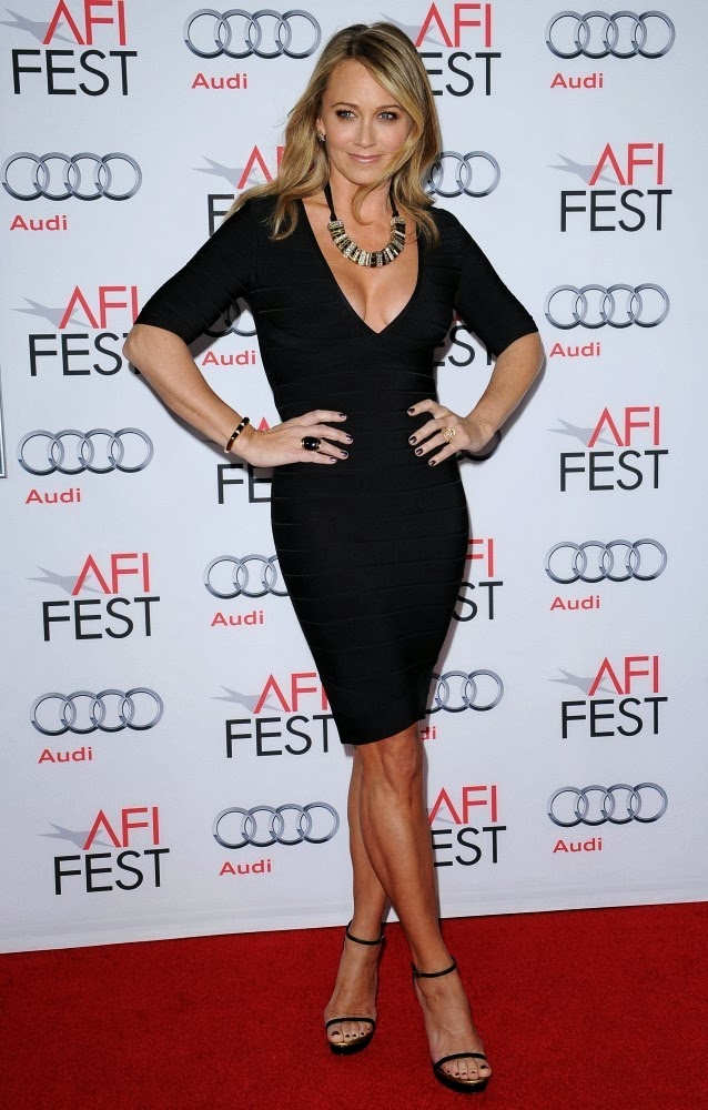 Christine Taylor Boobs Cleavage Flashing At 'The Secret Life of Walter Mitty' Screening ...