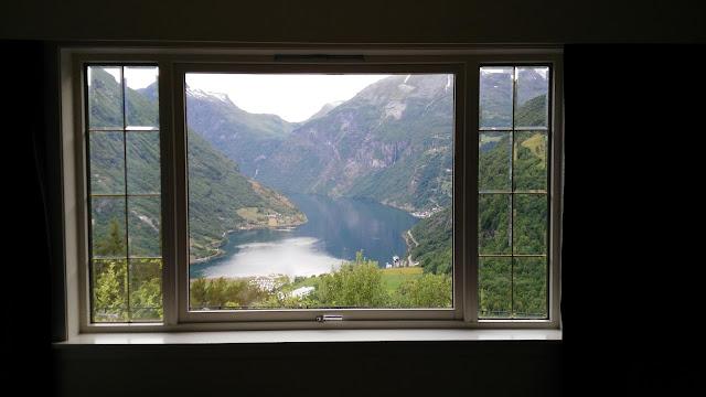 Vista panoramica dalla camera dell'hotel sul Geirangerfjord