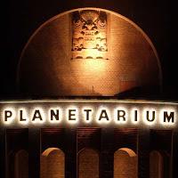 Planetarium Hamburg bei Nacht