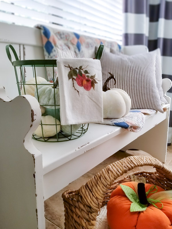 farmhouse fall breakfast nook