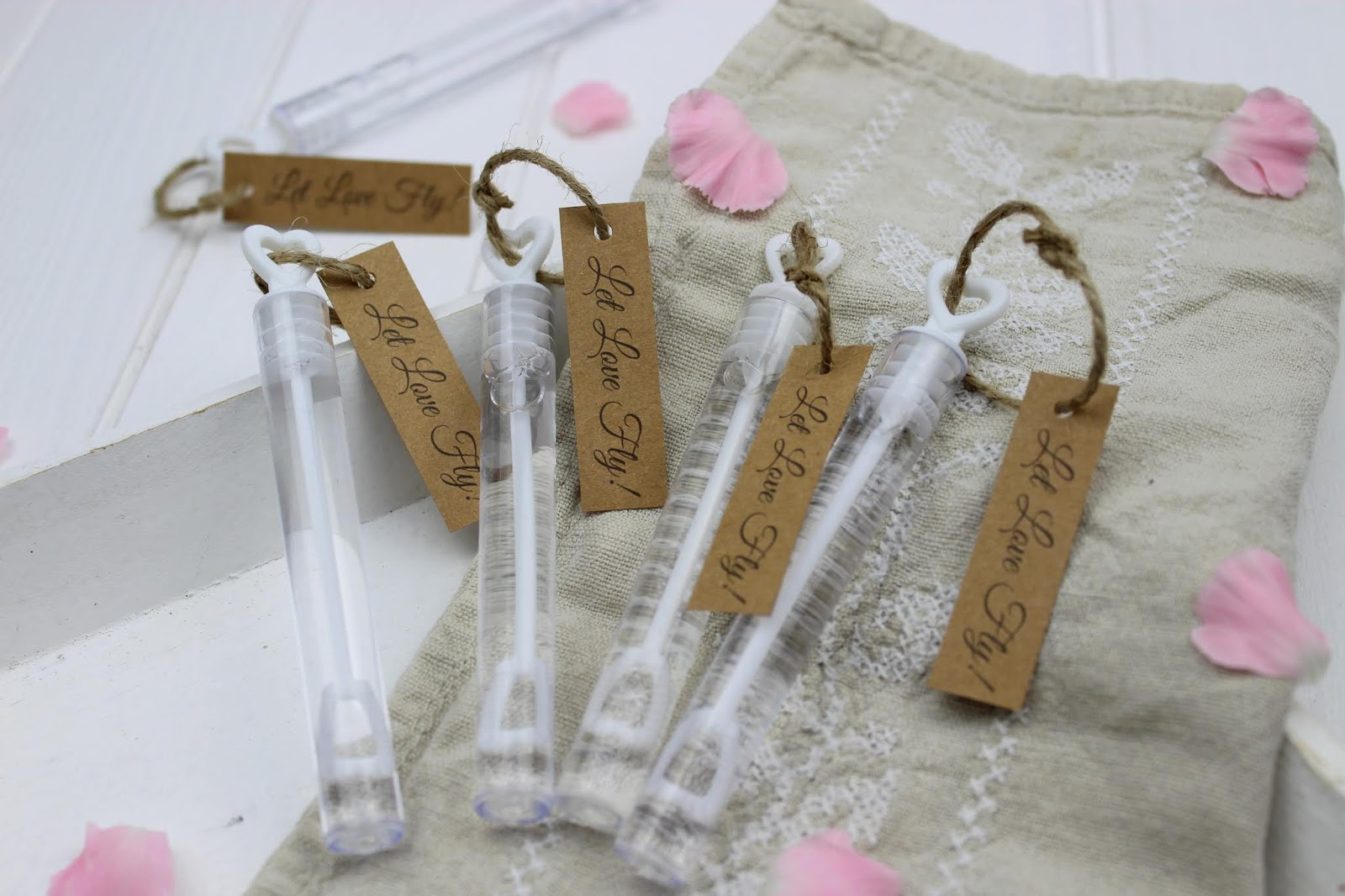 DIY - Wedding Bubbles (Seifenblasen) ganz einfach selber machen - super Gastgeschenk für eure Hochzeit + gratis Vorlage