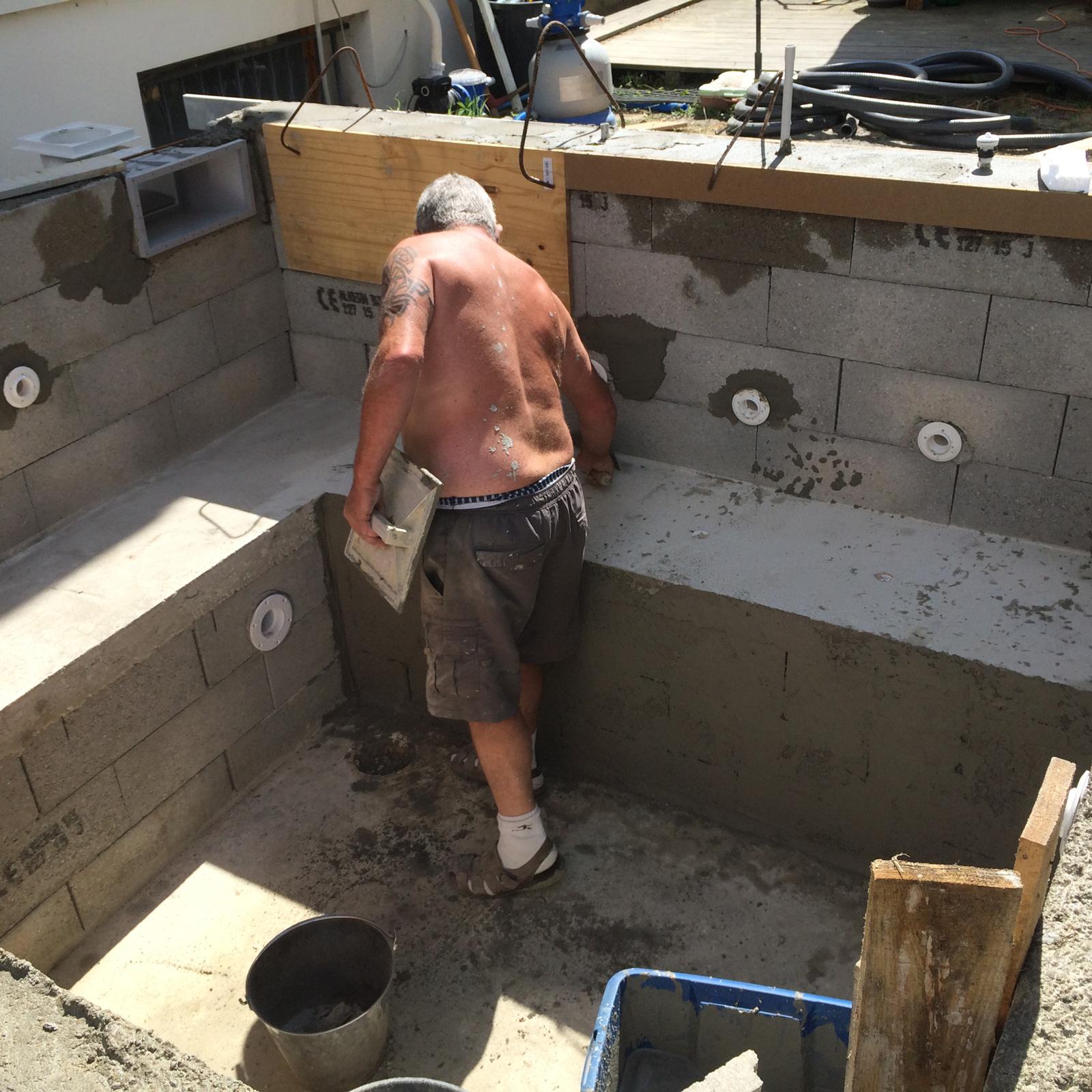juin 2015 construction d 39 une petite piscine en b ton quip e spa. Black Bedroom Furniture Sets. Home Design Ideas