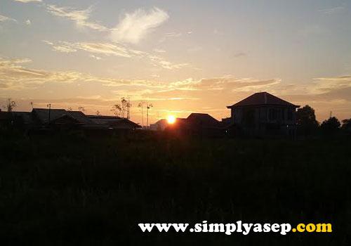 Matahari terbit.  Foto Asep Haryono