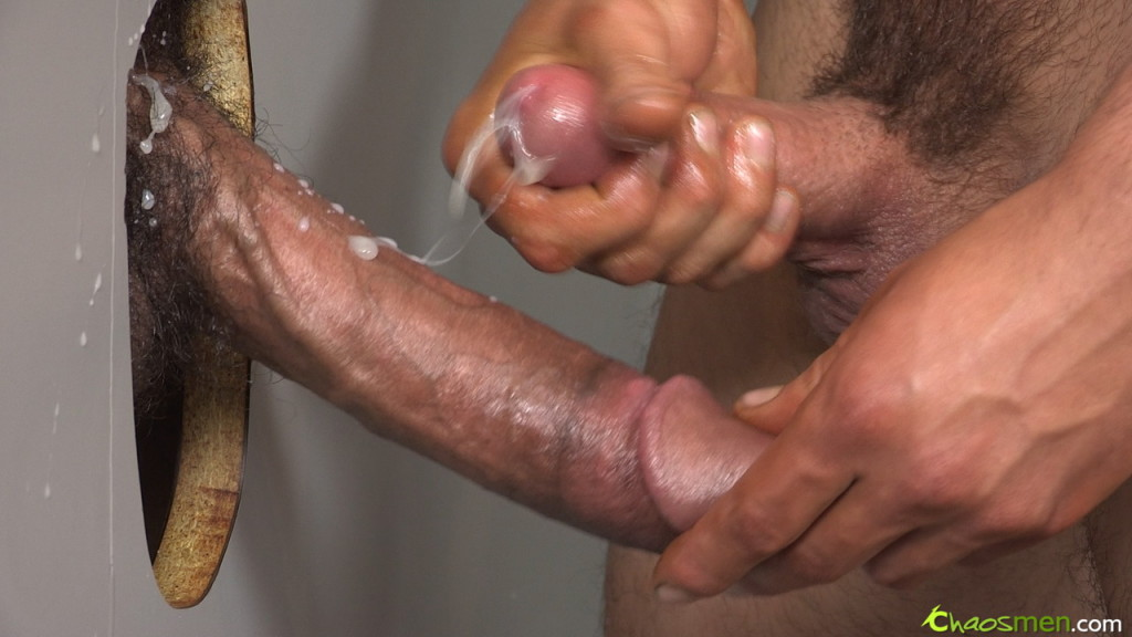 Sexo Gay Mike-Mann-and-Jet-Chaos-Men-gay-porn-gloryhole-blowjob-5