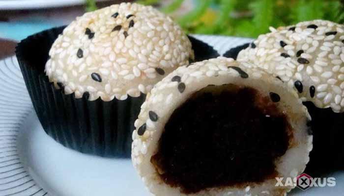 Resep cara membuat onde-onde isi coklat lumer