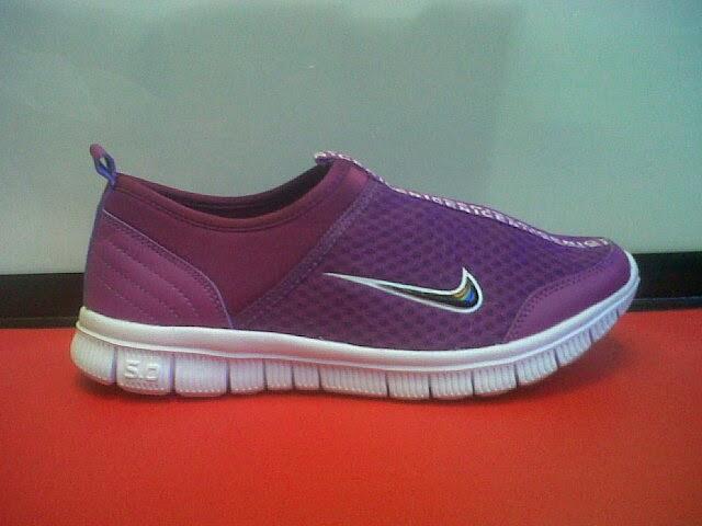 Nike Slip On Women 02  3981df1d15