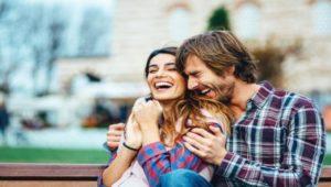 Τα 10 Κομπλιμέντα Που Κάθε Γυναίκα Θέλει Να Ακούει Από Τον Άντρα Της