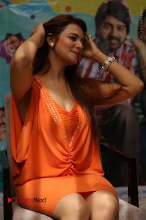 Actress Saloni Aswani Pos in Short Dress at Meelo Evaru Koteeswarudu Movie Interview  0153.JPG
