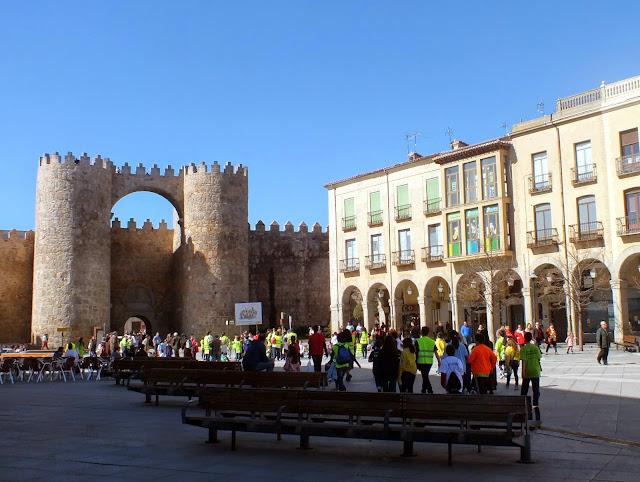 Plaza y muralla de Ávila