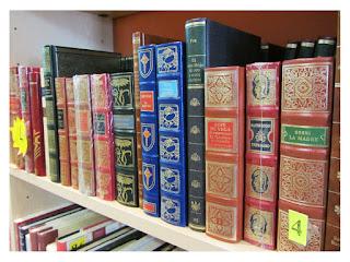 Detalle de algunas joyas en Hijazo Libros