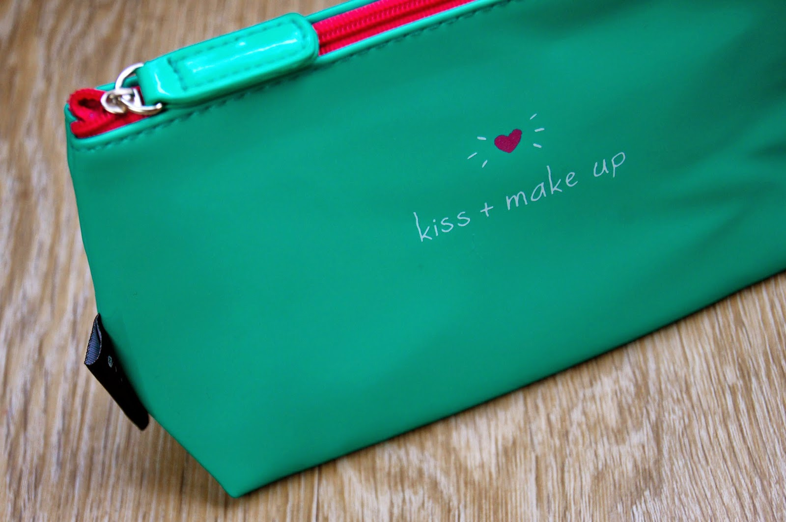 happy jackson kiss + make up cosmetics bag handbag essentials