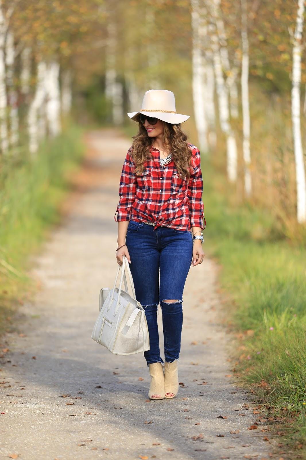 Fashionstylebyjohanna-Wie kann man ein Karohemd tragen- Herbstlook-Stiefletten-justFab-beige schuhe kombinieren-blogger-aus-Österreich-Blogger-im-Country-style-Celine-Bag-Lookalike-