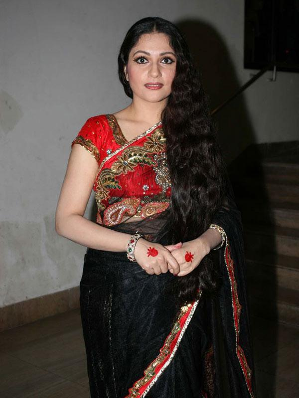 Bollywood Actress Gracy Singh Long hair In Black Saree