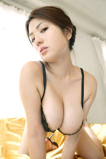 Horny and twerking - busty_japanese_sexy_swimsuit_model_nonami_takizawa_08.jpg