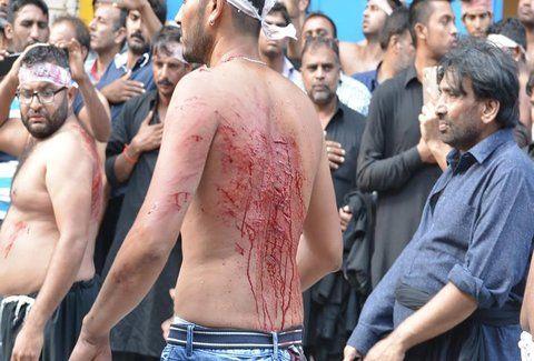 Ανατριχίλα: Δείτε το αυτομαστίγωμα των σιιτών στον Πειραιά για την Ασούρα (Photos)