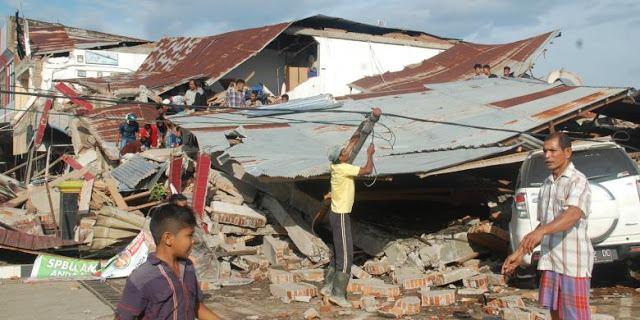 Enggan Meminta-Minta Di Jalan, Para Pelajar Ini Miliki Ide Kreatif Untuk Bantu Korban Gempa Aceh