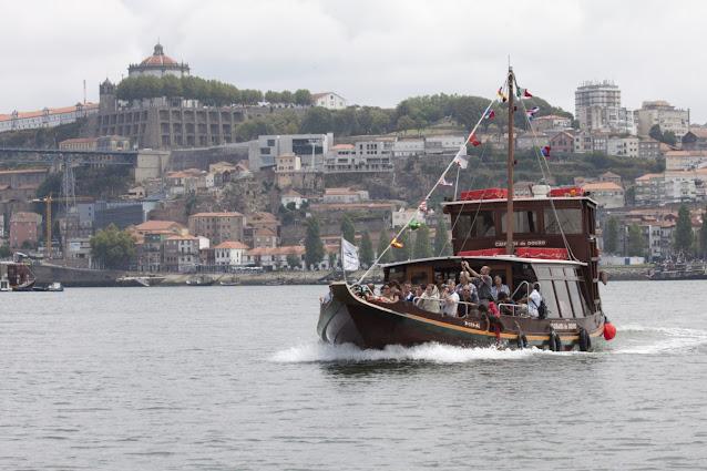 Porto ed imbarcazione tipica per la crociera dei 6 ponti-Porto