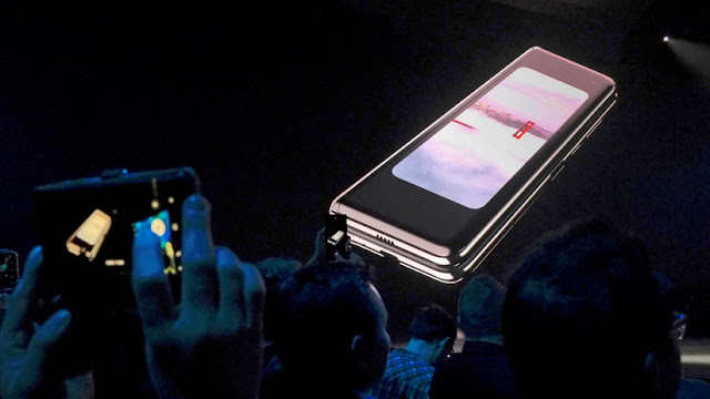 Samsung aplaza la presentación de su teléfono plegable en varias partes del mundo tras varios reportes sobre problemas técnicos
