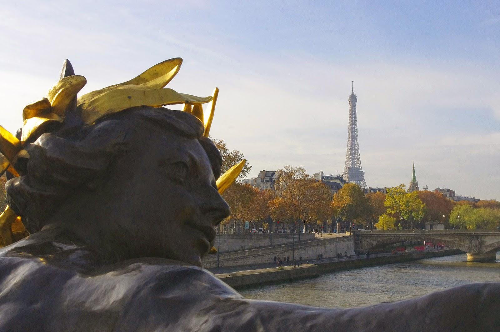 A Luxury Car Transfer with Luxury Cars Paris