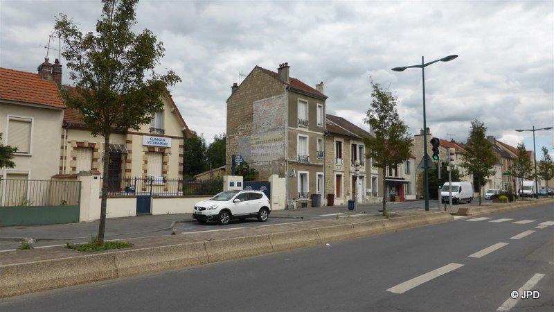 Les murs peints s 39 affichent for Garage leclerc saint ouen l aumone