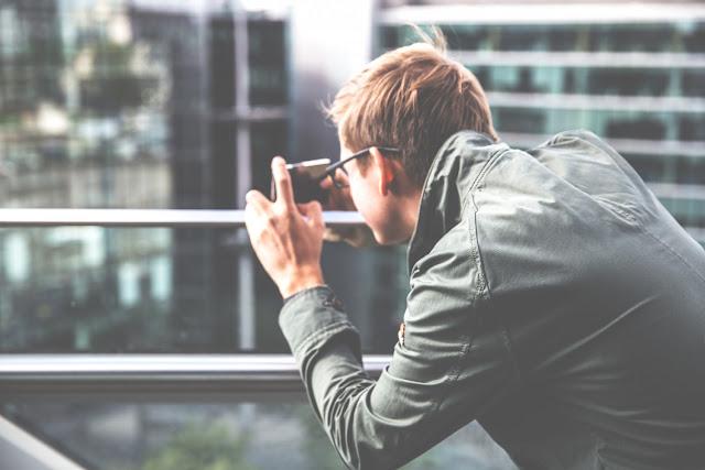 Hombre tomando foto