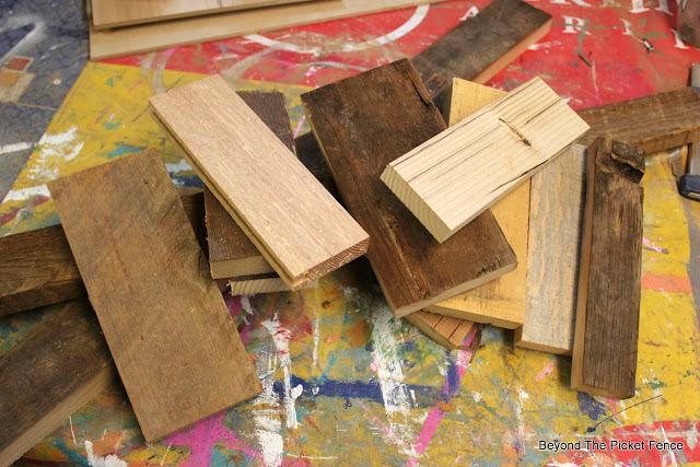 coat hook, last minute gift, scrap wood, salvaged wood, barnwood, DIY build it, palm sander,http://bec4-beyondthepicketfence.blogspot.com/2015/12/12-days-of-christmas-day-12-last-minute.html
