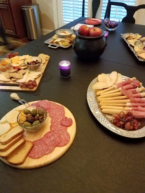 Put together meat and cheese boards within minutes
