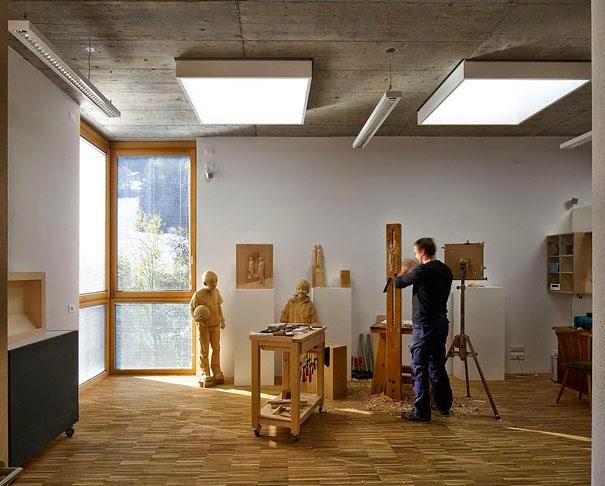 realistic wooden sculptures peter demetz-8