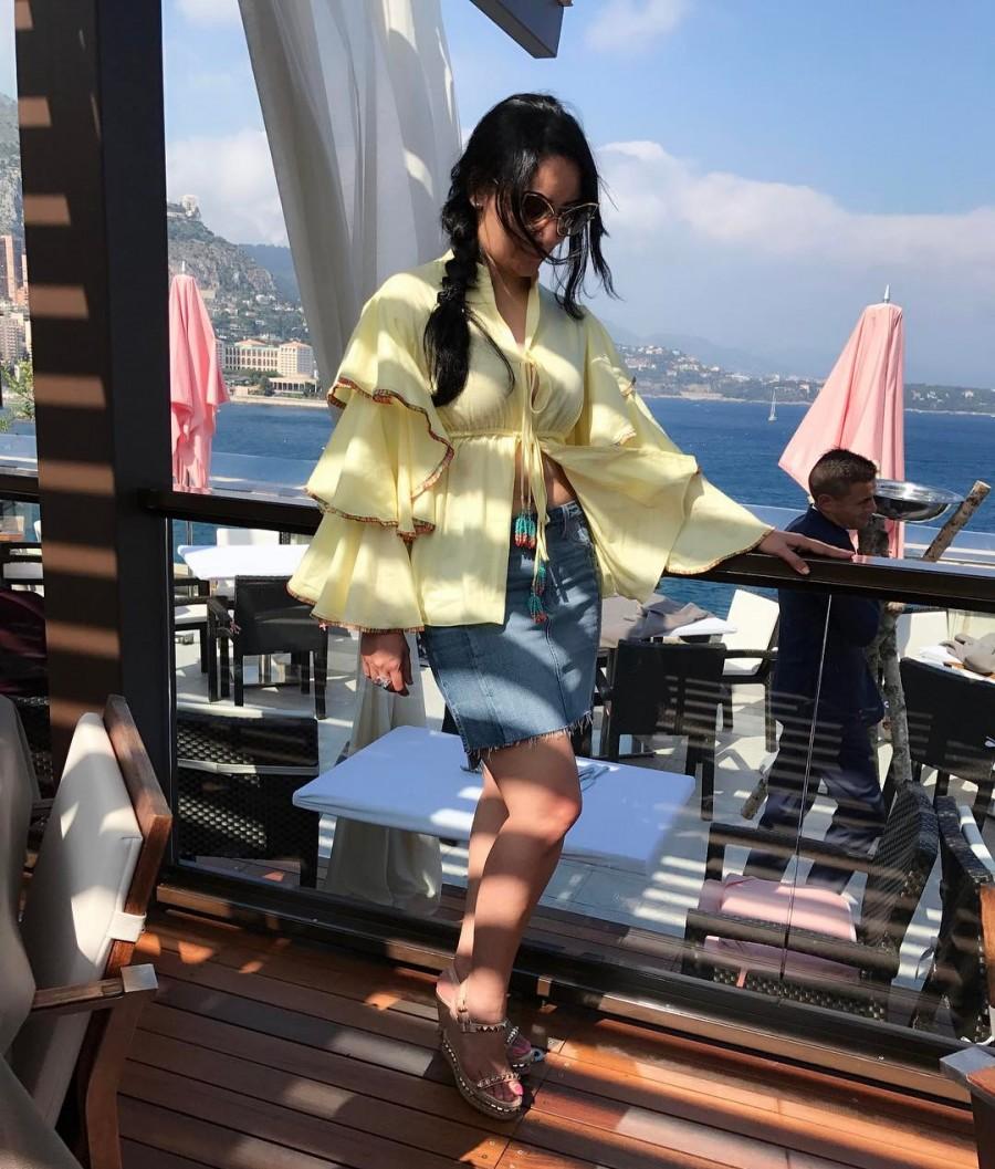 Manyata Dutt Flaunts Her Curves