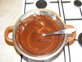 retete creme ciocolata pentru torturi prajituri dulciuri si deserturi de casa,