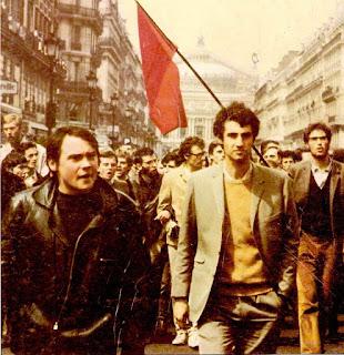 Marcha revolucionaria por las calles de París.