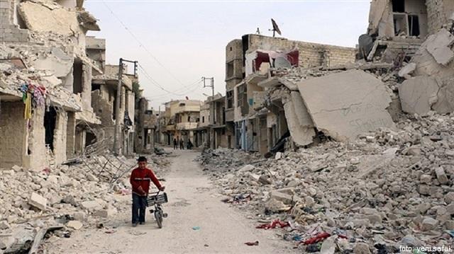 https://2.bp.blogspot.com/-lC3Sbn2heK8/V6FWbfuiIQI/AAAAAAAAjPg/0VLQDUURlxgXSXswBF1qewqHUIEONaYYACLcB/s640/anak-Aleppo-di-reruntuhan-bangunan.jpg