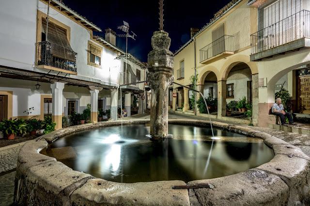 De nuevo, la fuente de la plazuela de los tres chorros, tocando la calle Sevilla :: Canon EOS5D MkIII | ISO100 | Canon 17-40@17mm | f/14 | 30s (tripod)