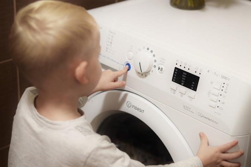 Sposób na szybkie, oszczędne pranie + 13 rad na plamy!