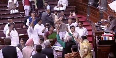 संसद में तीसरे दिन भी हंगामा: नोटबंदी की तुलना उड़ी हमले से करने वाले गुलाम नबी आजाद से बीजेपी ने की माफी की मांग